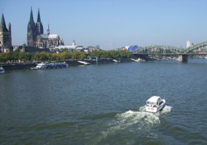 cologne-panorama-rhin-yacht